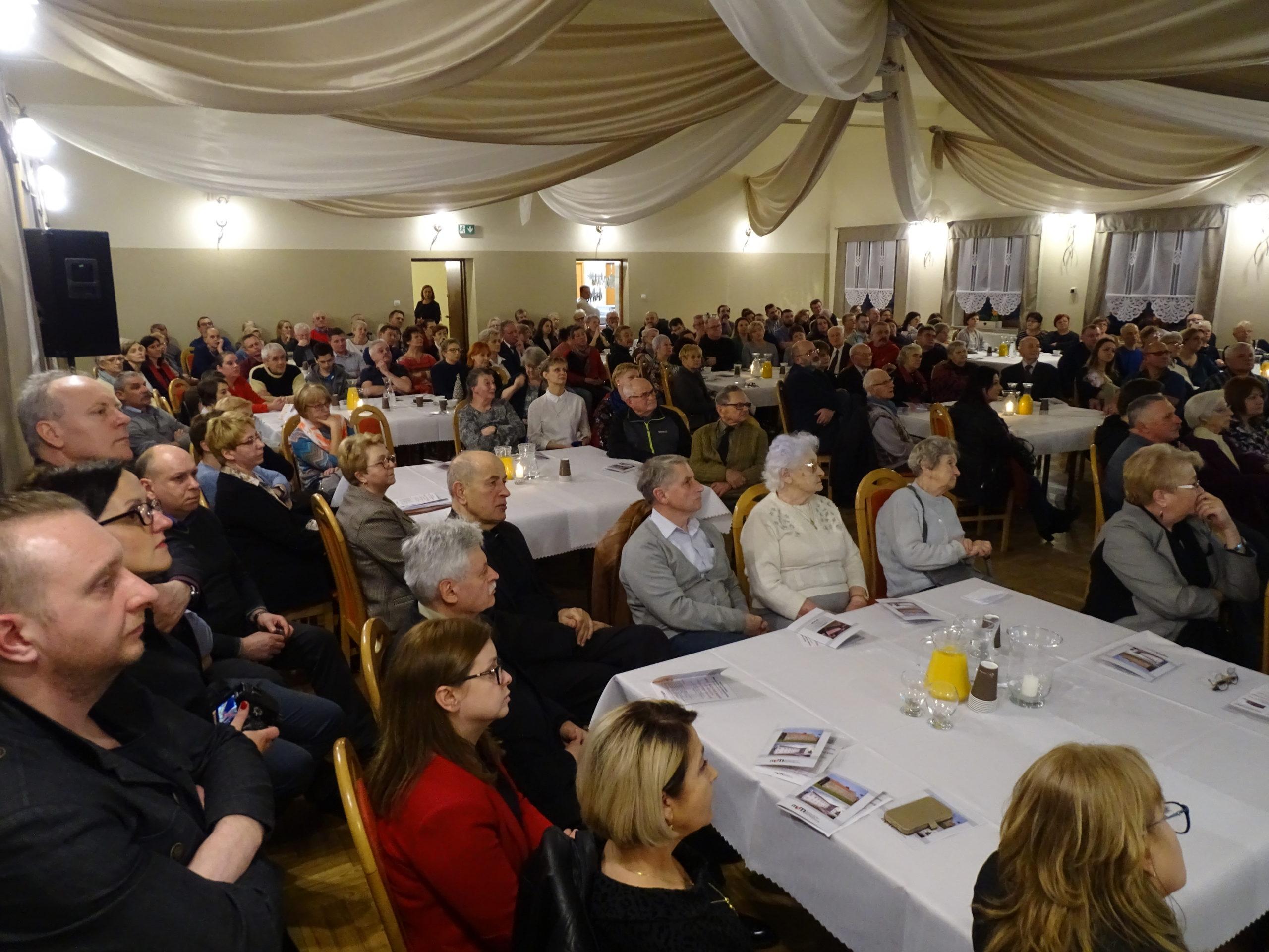 Na spotkanie historyczne do sali przy OSP w Brzeszczach przyszło ponad 170 osób